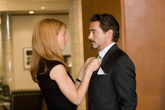 Pepper Potts (Gwyneth Paltrow) kümmert sich um Tony Stark (Robert Downey Jr.)
