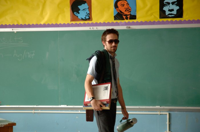 Lehrer Dunne (Ryan Gosling) gilt bei seinen Schülern als cool