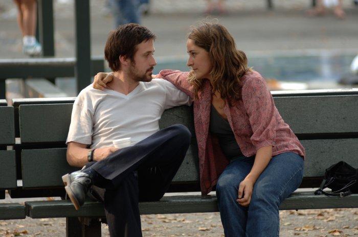 Dan (Ryan Gosling) sucht Rat bei Rachel (Tina Holmes)