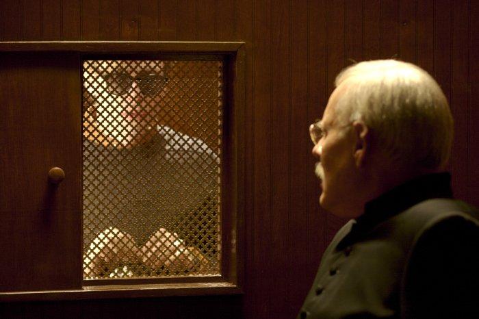 Andy hat dem Pfarrer (Grant James) etwas zu beichten