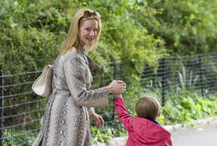 Mrs. X (Laura Linney) sucht ein Kindermädchen