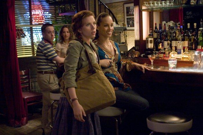 Annie mit ihrer Freundin Lynette (Alicia Keys)