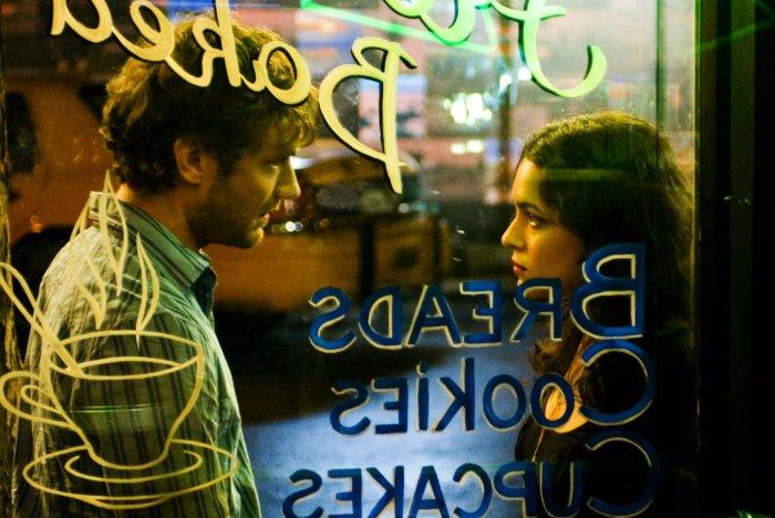 Glück und Glas: Jeremy und Elizabeth in seinem Café