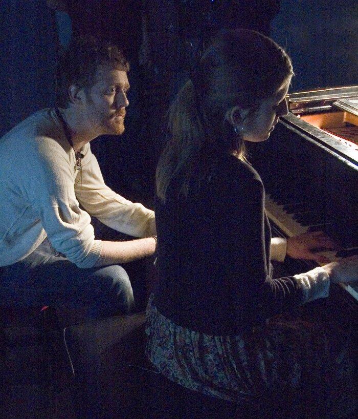 Der Ire und die Tschechin kommen sich durch die Musik näher
