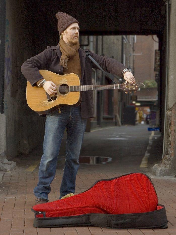Gitarrist Glen Hansard als Gitarrist
