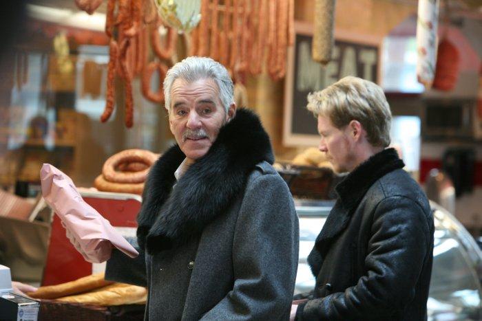 Edward O'Leary (Dennis Farina) drängt sich ins Geschäft