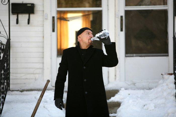 Frank hängt an der Flasche
