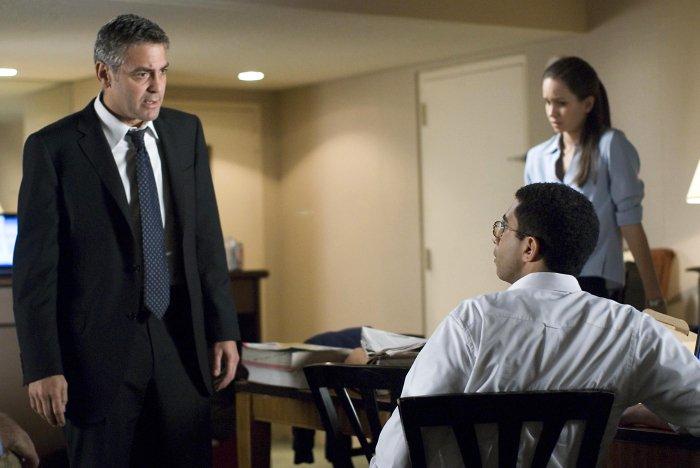 Michael Clayton mit einem Informanten