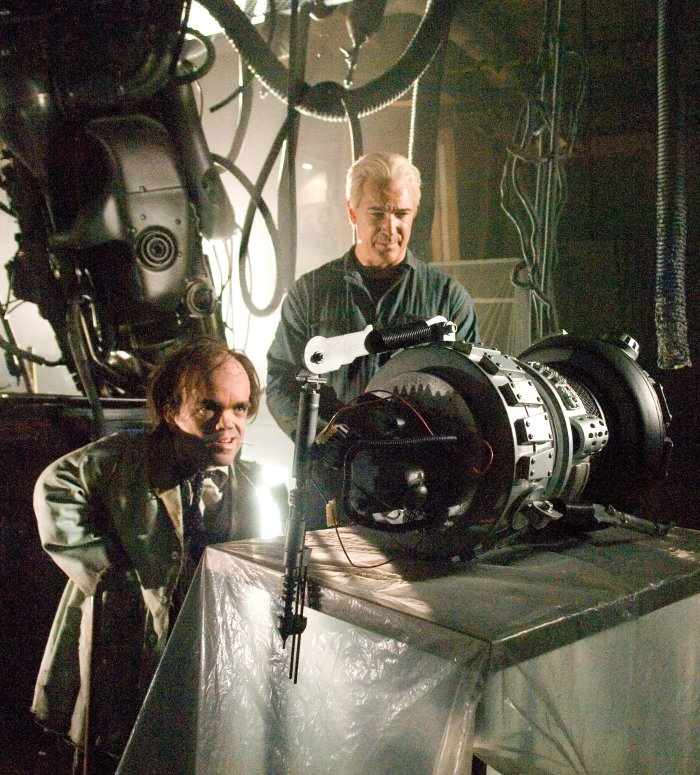 Simon und Cad tüfteln an einem Experiment