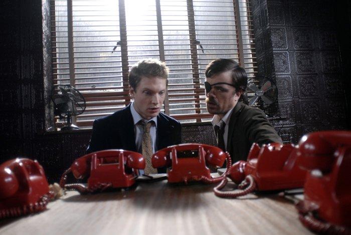 Edward tut sich mit Lemon (Peter Dinklage) zusammen