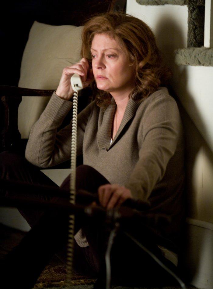 Bestürzt erfährt Joan Deerfield (Susan Sarandon) vom Tod des Sohnes