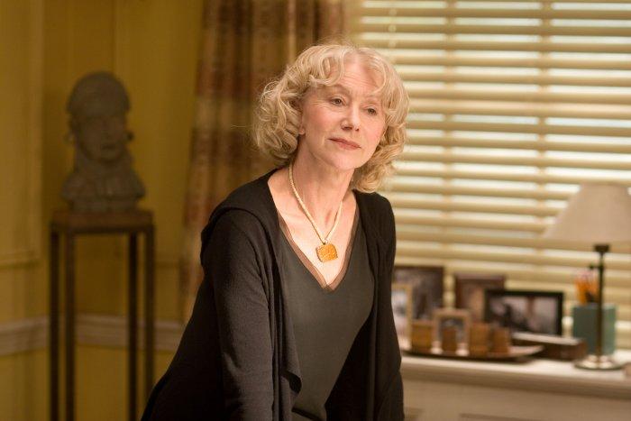 Helen Mirren als Professor Emily Appleton