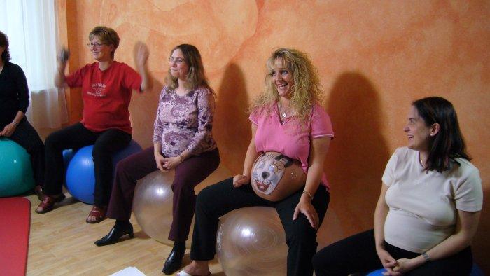 Lustige Rückengymnastik für Schwangere