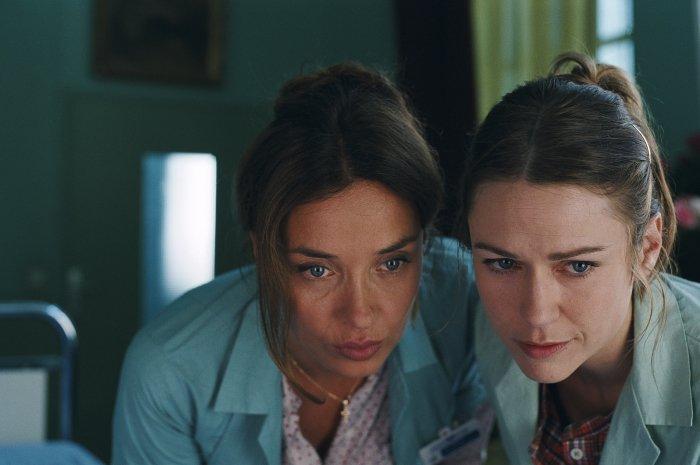 Die Therapeutinnen Marie Lopez und Henriette Durand (Marie-Josee Croze)