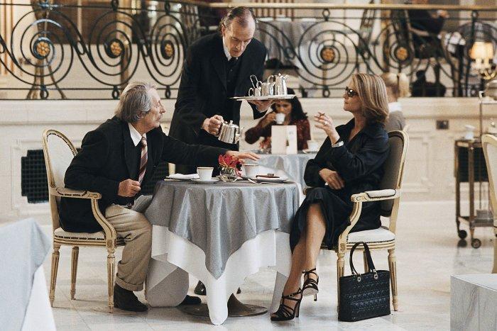 It's Tea Time: Louis Ruinard (Jean Rochefort) und Alice d'Abanville (Charlotte Rampling)