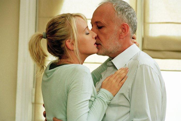 Gabrielle ist Charles Saint-Denis (Francois Berléand) verfallen