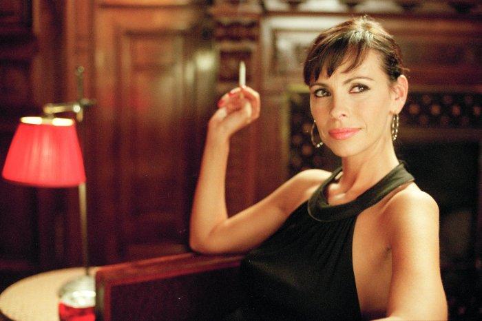 Capucine Jamet (Mathilda May) ist Charles´ Freundin und Agentin