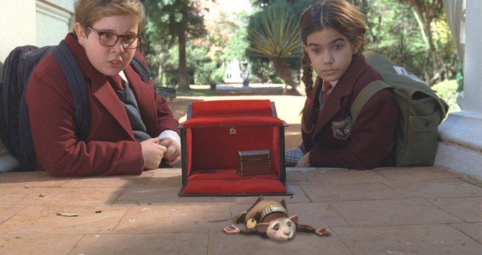 Ramiro (Nicolás Torcanowsky) und Lucia (Delfina Varni) haben Figo gefunden