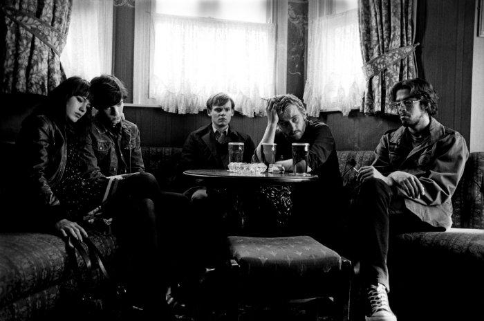 Die Band bei einer kreativen Pause
