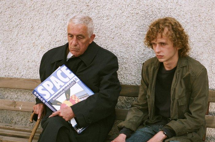 Der Organist (Zbigniew Zapasiewicz) ist um seinen Sohn besorgt