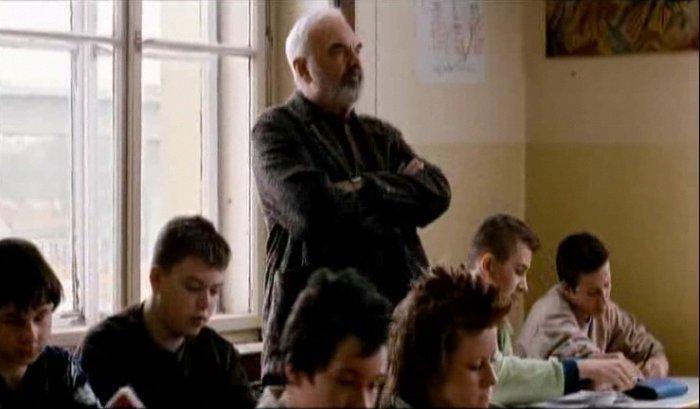 Josef (Zdenek Sverák) geht die Rasselbande auf die Nerven