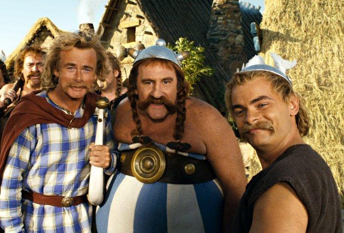 Wird er singen? Troubadix (Franck Dubosc) mit Obelix (Gérard Depardieu) und Asterix (Clovis Cornillac)