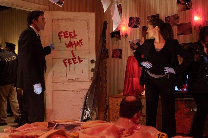 Strahm (Scott Patterson) und Perez (Athena Karkanis) an einem Tatort