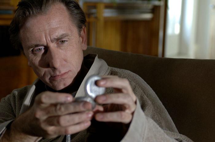 Tim Roth als Dominic