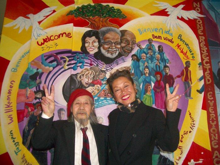 Der Maler mit Janice Mirikitani, einer Verwandten