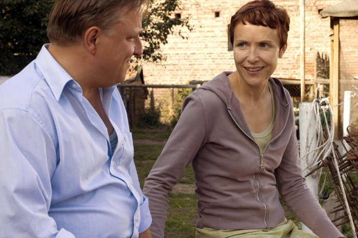 Alex (Juliane Köhler)und Piet (Axel Prahl) kommen sich näher