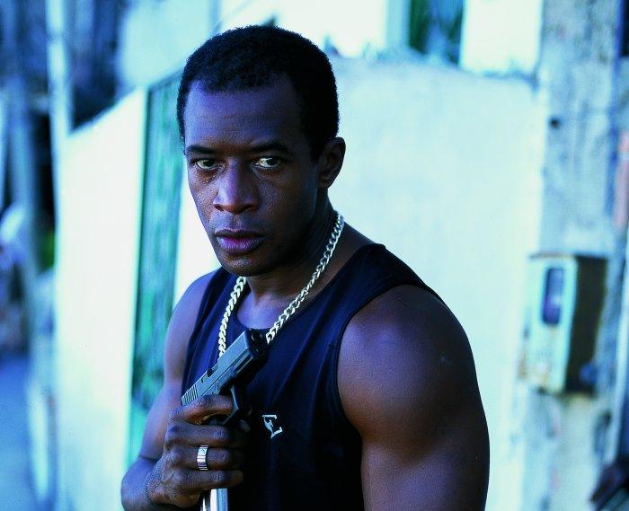 Tubaro (Lui Mendes) ist der Big Boss in der Favela