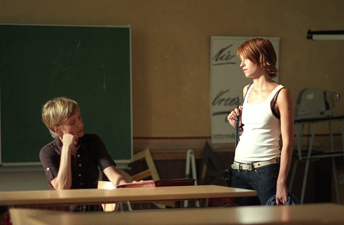 Lenas Lehrerin (Silke Matthias) hält Lenas Talent für verschwendet