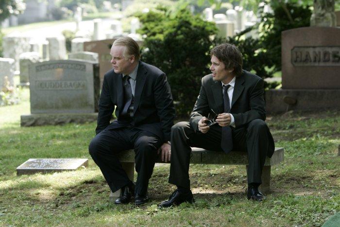 Andy  und Hank auf dem Friedhof