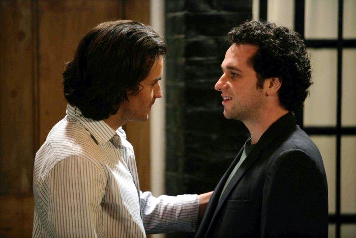 Paolo (Santiago Cabrera) wird mit Peter nicht so recht warm