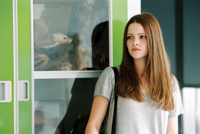 Karo (Jennifer Ulrich) ist skeptisch