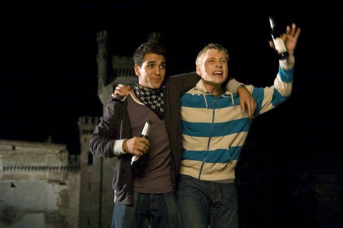 Sinan (Elyas M'Barek) und Marco (Max Riemelt) haben sich angefreundet