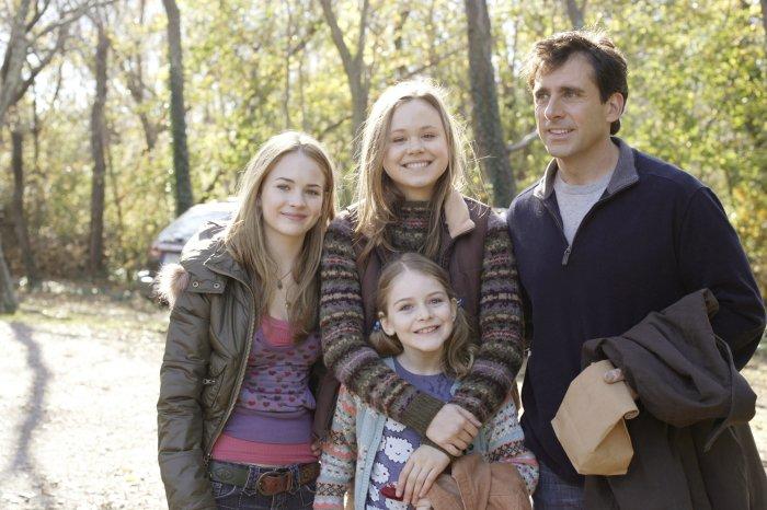 Jane (Alison Pill), Cara (Brittany Robertson) und Lilly (Marlene Lawson) bereiten Dan Burns (Steve Carell) einigen Stress