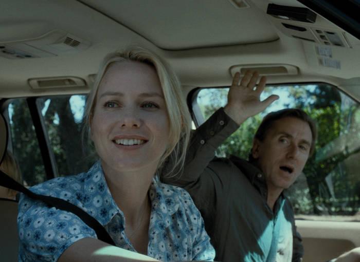 Die Farbers (Naomi Watts, Tim Roth) auf dem Weg in die Hamptons