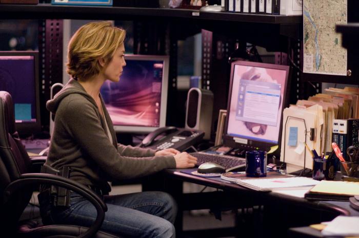 Agent Jennifer Marsh (Diane Lane) am Arbeitsplatz