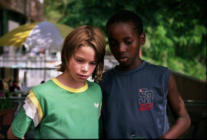 Gilles und sein bester Freund Désiré (Willy Manzi Kabera)