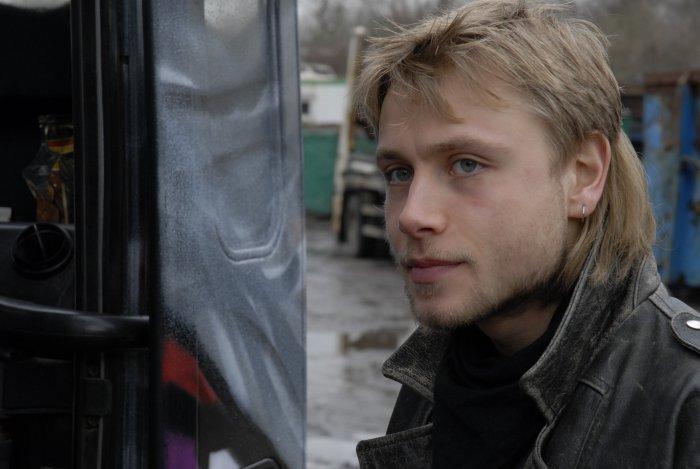 Andreas Niedrig (Max Riemelt) droht abzugleiten