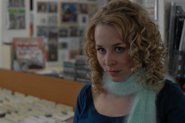 Sabine (Jasmin Schwiers) erwartet ein Kind