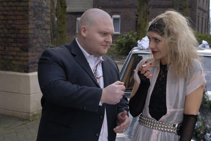 Kurt (Axel Stein) macht Pia (Julia Dietze) an