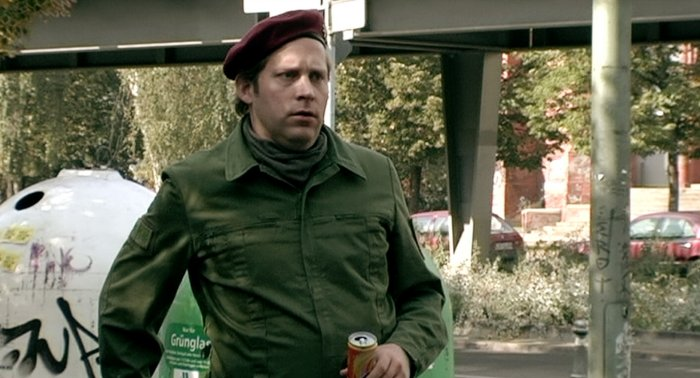Der gehörnte Polizist Uwe (Benjamin Höppner)