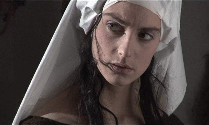 Konrads Geliebte Agnes (Katrin Klewitz)