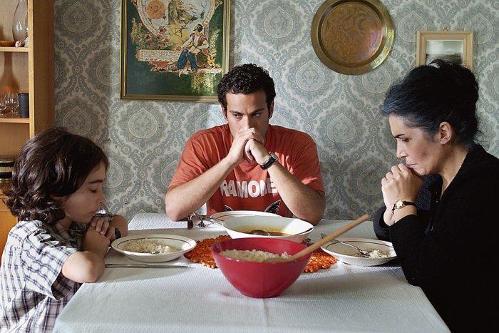 Die Familie beim Tischgebet