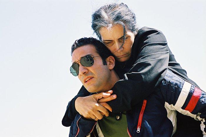 Areg trägt seine kranke Mutter