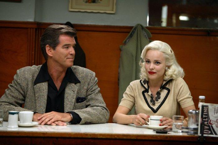 Auch Richard Langley (Pierce Brosnan) ist scharf auf Kay