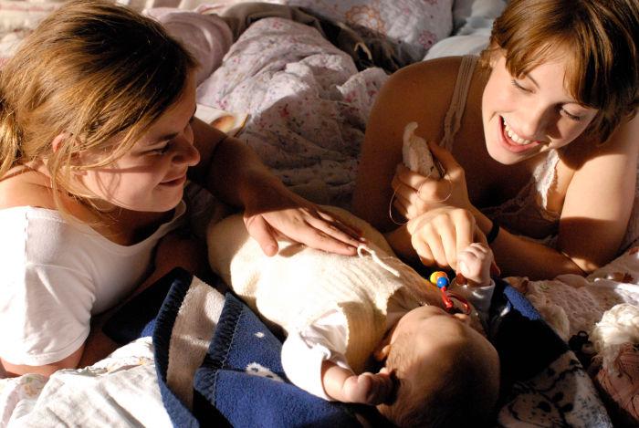 Zwei Frauen und ein Baby