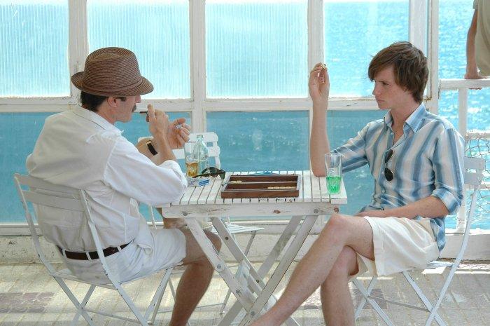 Brooks Baekeland (Stephen Dillane) hält nicht viel von Tony (Eddie Redmayne)